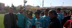 "Yildizlar Futbolda Sampiyonun Adi ""Makbule Orman Ortaokulu"""
