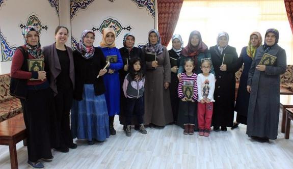 Dünya Kadınlar Gününde Kur'an-I Kerim Hediye Edildi