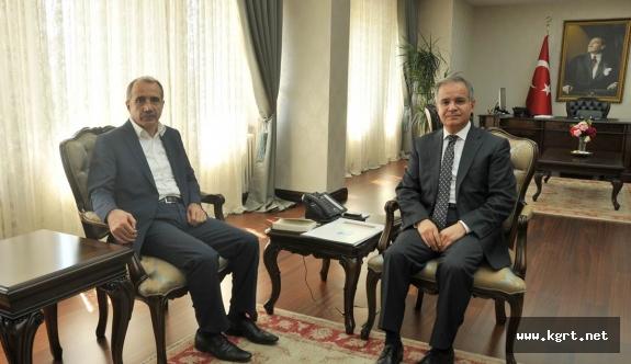 Eski Bakan Dinçer Vali Tapsız'ı Ziyaret Etti