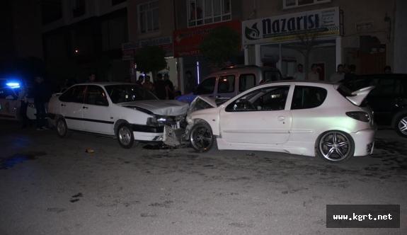 İki Otomobil Kafa Kafaya Çarpıştı: 9 Yaralı
