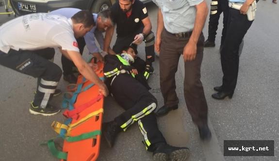 Motorize Polis Ekibi Kaza Yaptı, 1'i Polis 2 Kişi Yaralandı