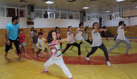 Minikler Savunma Sporu Wushu Öğreniyor