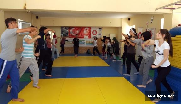 Savunma Sanatı Muay Thai'ye Kadınlardan Yoğun İlgi