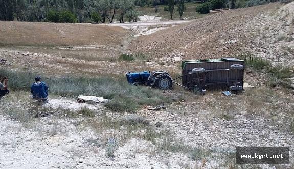 Traktör Devrildi. Sürücü Öldü