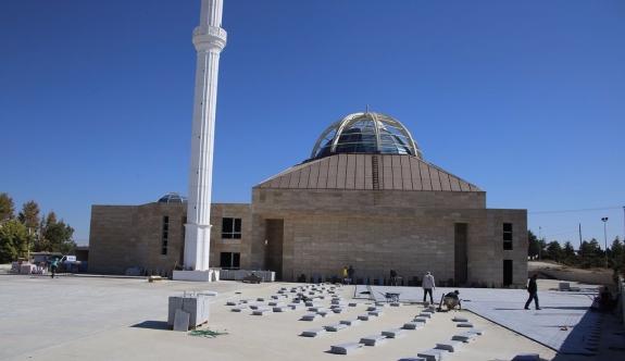 Ahmet Yesevi Camii'nde Çalışmalar Sürüyor
