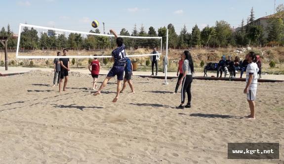 KMÜ'de Beach Voleybol Turnuvası