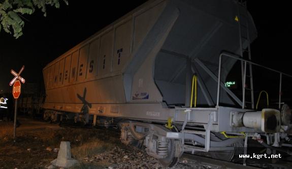 Karaman'da Yük Treninin Vagonu Raydan Çıktı