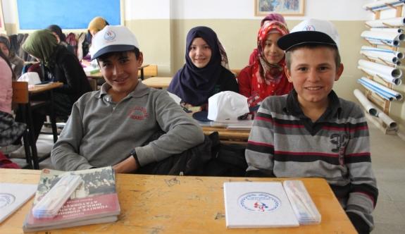 Gençlik Merkezi Üyeleri Minik Yüreklere Dokunmaya Devam Ediyor