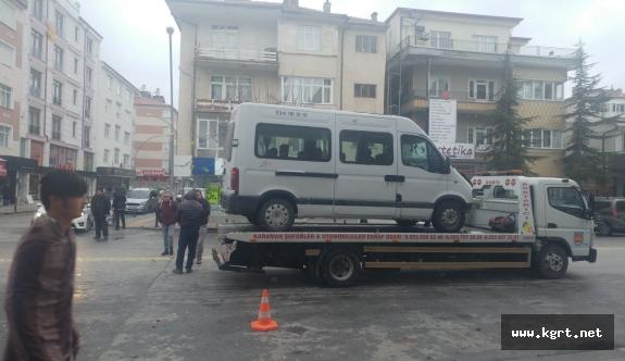 Karaman'da Okul Servisi İle Kamyonet Çarpıştı