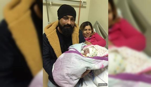 Yeni Yılın İlk Bebeği Doğdu