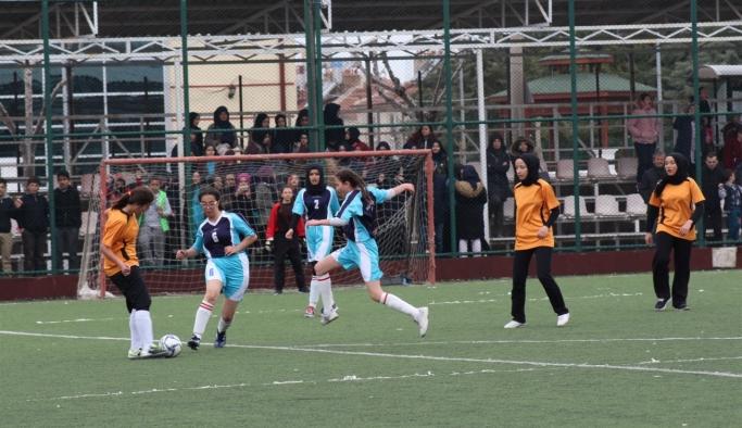 Okullar Arası Yıldızlar Futbol Müsabakaları Sona Erdi