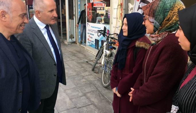 Vali Meral Esnafları Ziyaret Ederek Vatandaşlarla Bir Araya Geldi