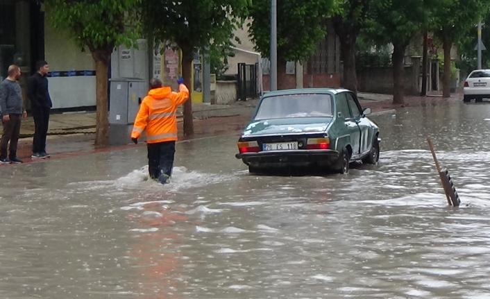 Aniden Bastıran Yağmur Zor Anlar Yaşattı