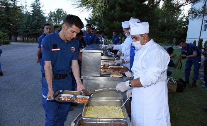 Vali Meral Jandarma Personeliyle İftar Yemeğinde Bir Araya Geldi