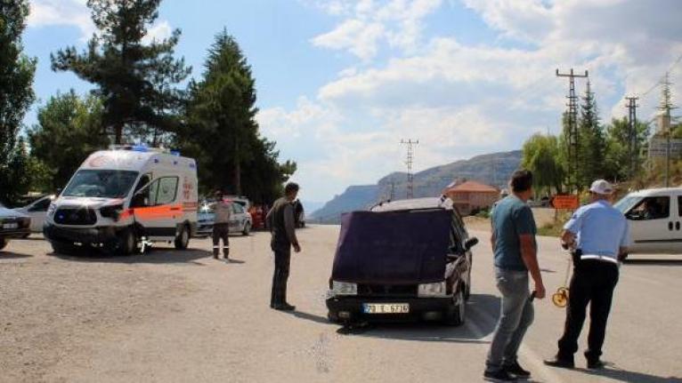 Karaman'da Ambulans İle Otomobil Çarpıştı: 4 Yaralı