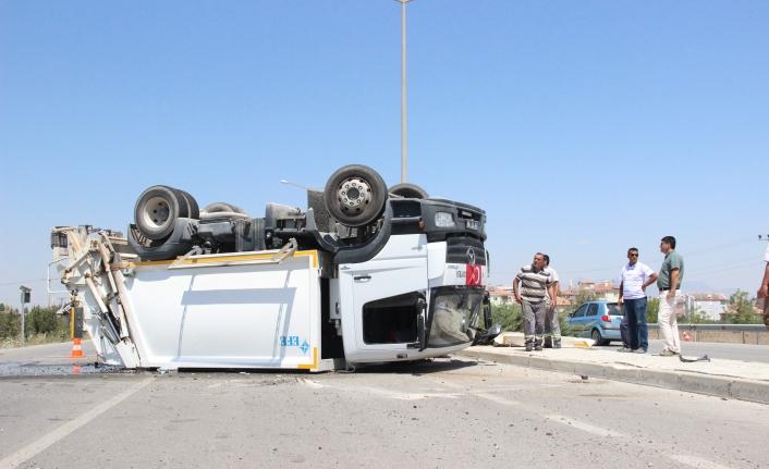 Çöp Kamyonu İle Otomobilin Karıştığı Kaza Ucuz Atlatıldı: 1 Yaralı