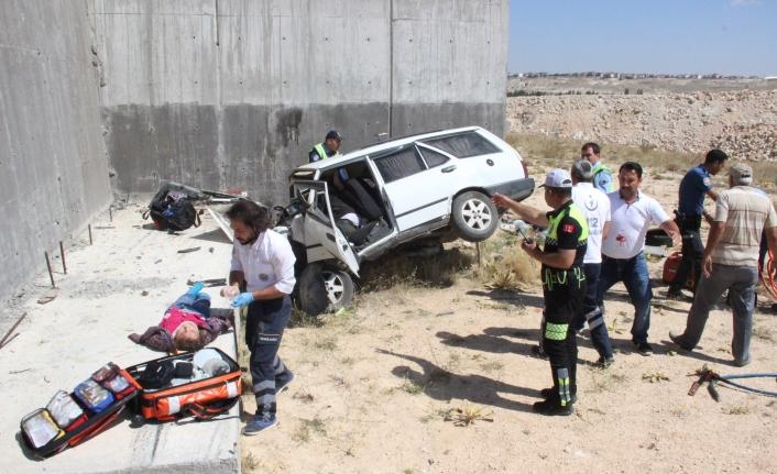 Otomobil Köprülü Kavşağın Beton Ayağına Çarptı: 3 Ölü, 3 Yaralı