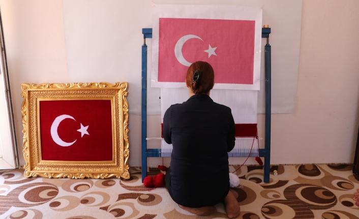 Teşekkür İçin İlmek İlmek Türk Bayrağı Dokuyor