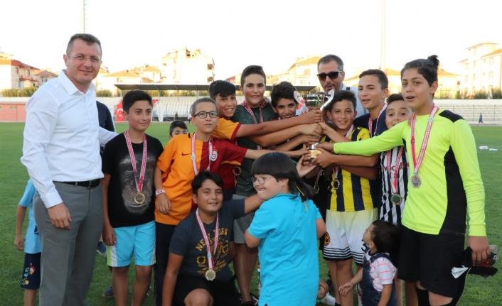 """""""Camiler Arası Kur'an Kursları Arası Futbol Turnuvası"""" Sona Erdi"""