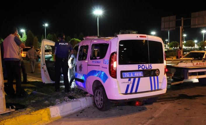 Cip Polis Aracına Çarptı. 2'si Polis 3 Kişi Yaralandı