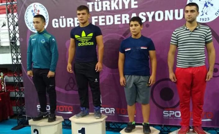 Güreş Sporcusu Mehmet Bulut'tan Bir Altın, Bir Gümüş Madalya