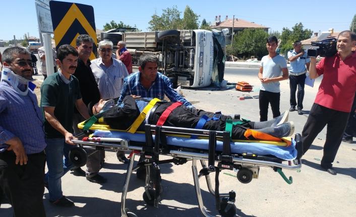 Midibüsle Tır Çarpıştı: 9 Yaralı