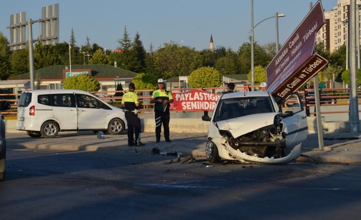 Otogar Kavşağındaki Kazada 3 Kişi Yaralandı