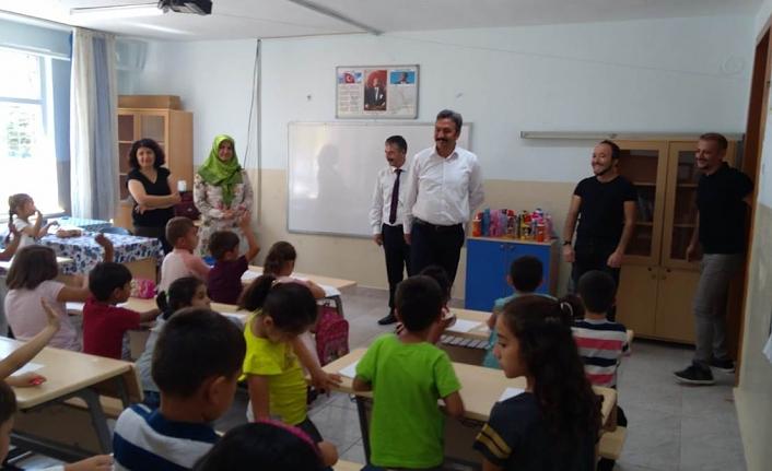 İlçe Kaymakamı Türkcan'dan Öğretim Yılı Öncesi Okul Ziyaretleri