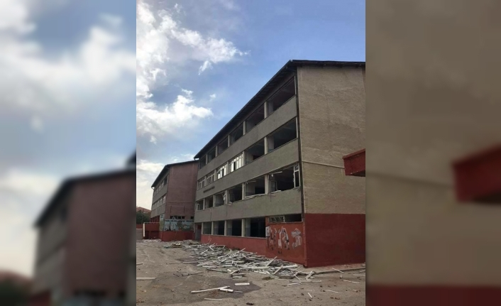 Anafartalar Ortaokulu Eski Binası Yıkılıyor