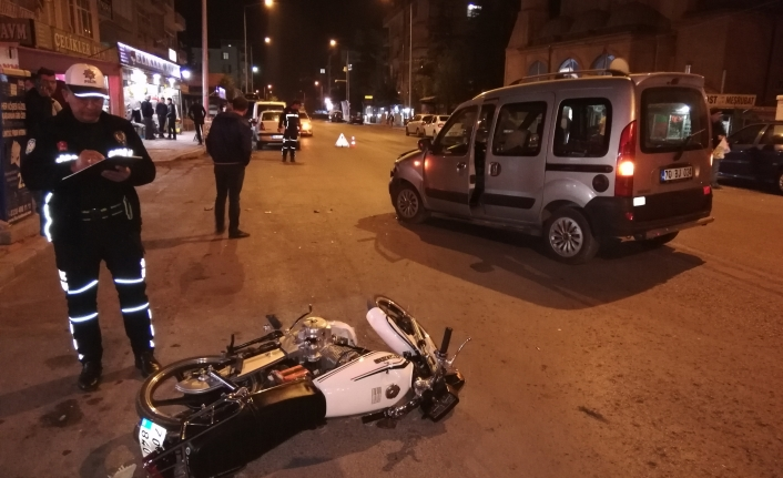 Hafif Ticari Araçla Motosiklet Çarpıştı: 1 Yaralı