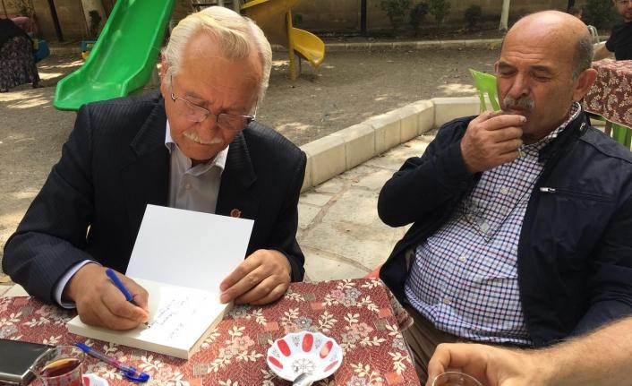 Karamanlı Yazar Hasan Özünal Mut Kitap Fuarına Katıldı