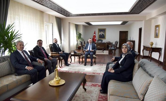 Kızılay Karaman Şubesi Yeni Yönetiminden Vali Meral'e Nezaket Ziyareti