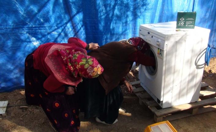 Kıl Çadırlarda Yaşayan Yörük Kadınları Çamaşır Makinesi İle Tanıştı