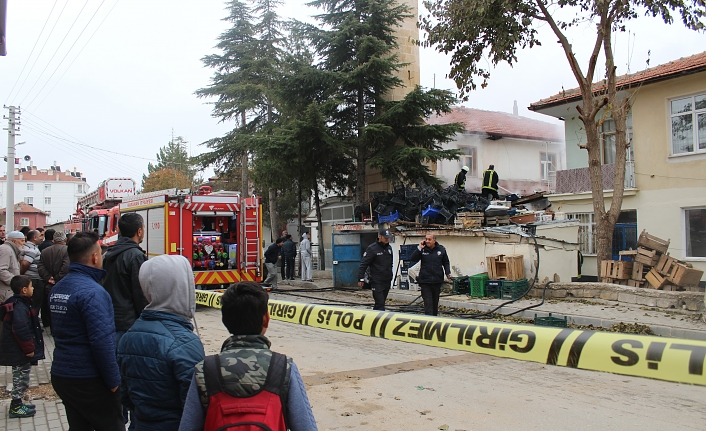 Kömürlük Yangını Camiye Sıçramadan Söndürüldü