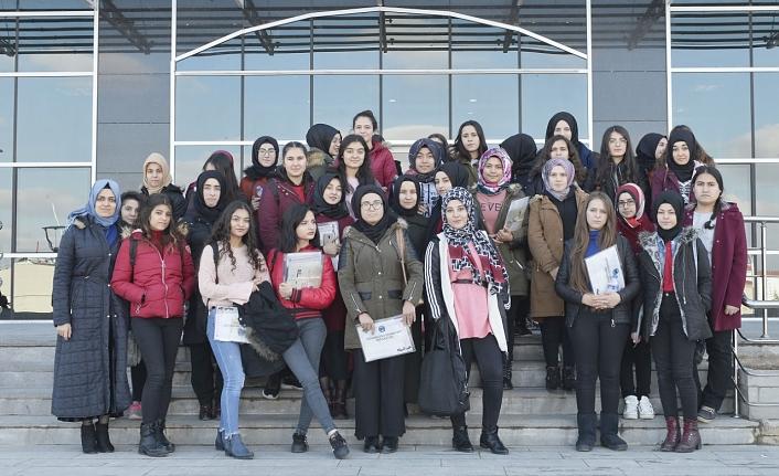 Kız Meslek Lisesi Öğrencileri Üniversiteyi Daha Yakından Tanıdı