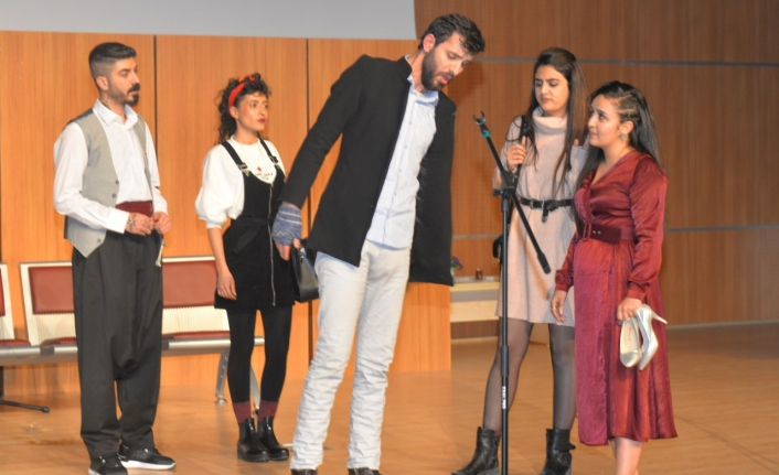KMÜ'lü Öğrenciler 'Sosyete Sevgilim'i' Çok Sevdi