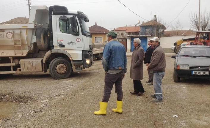 Köy Yollarında Kumlama Çalışmaları Devam Ediyor