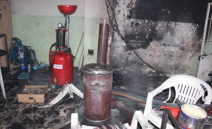 Tamirhanede Çıkan Yangın Otomobillere Sıçramadan Söndürüldü
