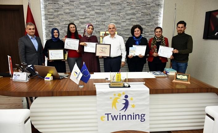 İlimizde Beş Öğretmene eTwinning Ulusal Kalite Etiketi Ödülü