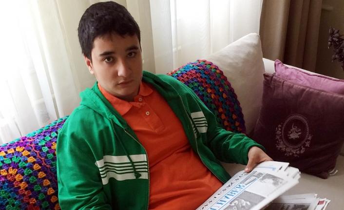 16 Yaşındaki Otizmli Ömer'in Gazete Sevgisi