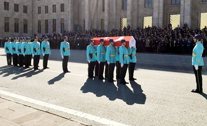 Eski Devlet Bakanı Ünlü İçin TBMM'de Tören Düzenlendi