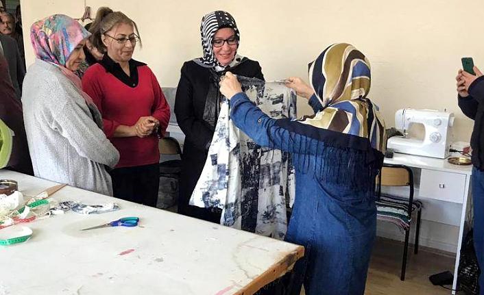 Zehra Meral'in İlçe Ziyaretleri Devam Ediyor