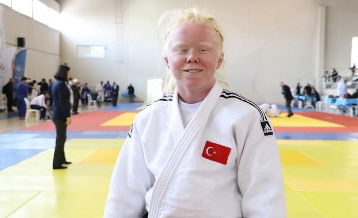 """""""Uluslararası Görme Engelli Kadınlar Judo Turnuvası""""nda Eke Rüzgarı"""