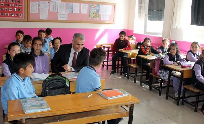İl Müdürü Abdurrahman Kurt, Akçaşehir´deki Okulları Ziyaret Etti