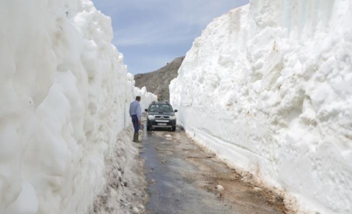 Kar Kalınlığı Yer Yer 5-10 Metreyi Buluyor