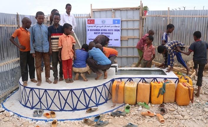 Afrikalı Çocuklar İçin Su Kuyusu Açtırdılar