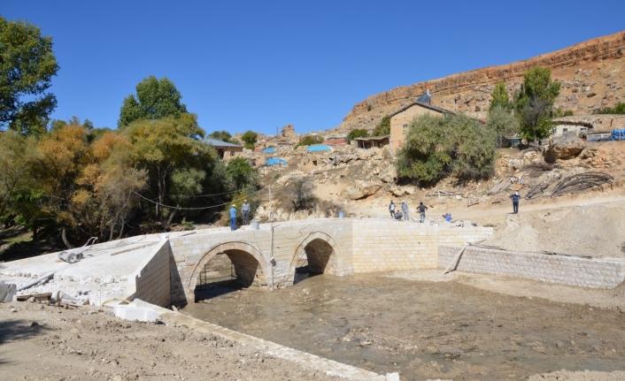 Tarihi Büyükkoraş Köprüsü Onarılıyor
