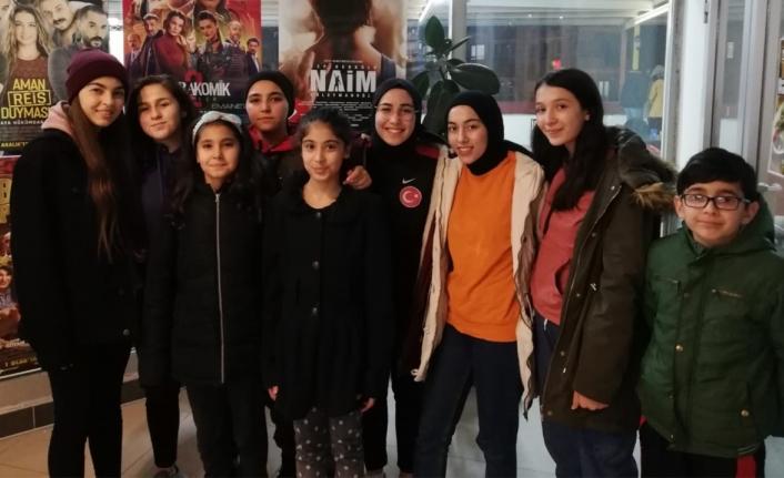 """Karamanlı Sporcular """"Cep Herkülü: Naim Süleymanoğlu"""" Filmini İzledi"""