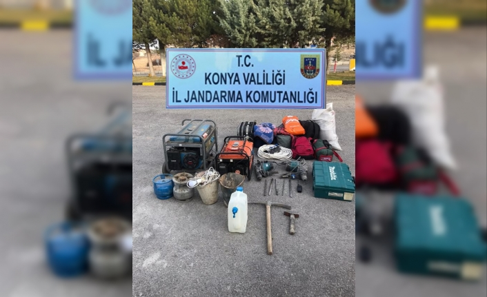 Konya'da 8 Kişi Kaçak Kazı Yaparken Jandarmaya Yakalandı