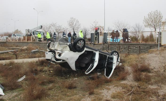 Konya'da Kontrolden Çıkan Otomobil Bahçeye Yuvarlandı: 1 Ölü